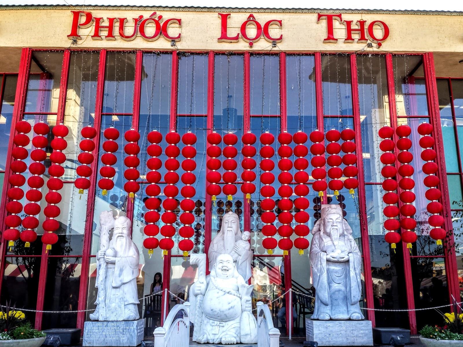 Người Việt đi chợ Phước Lộc Thọ ở Mỹ