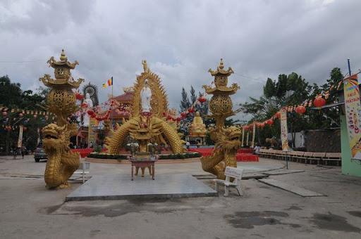 Chua Huong Son 2